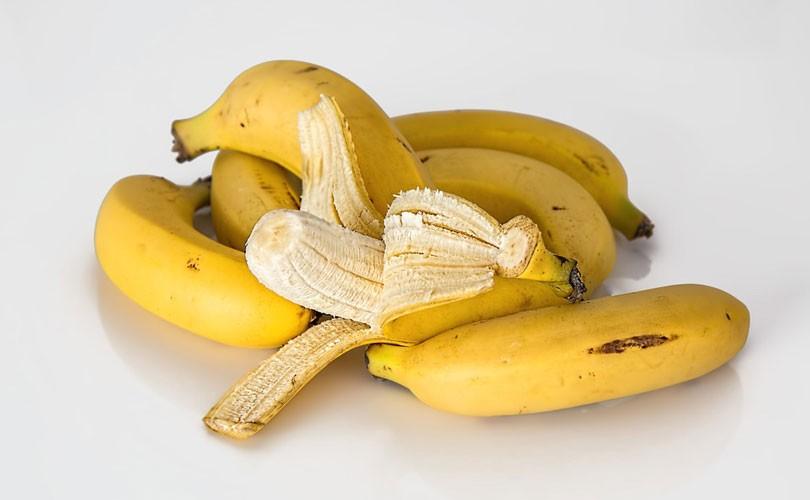 польза банана для лица.