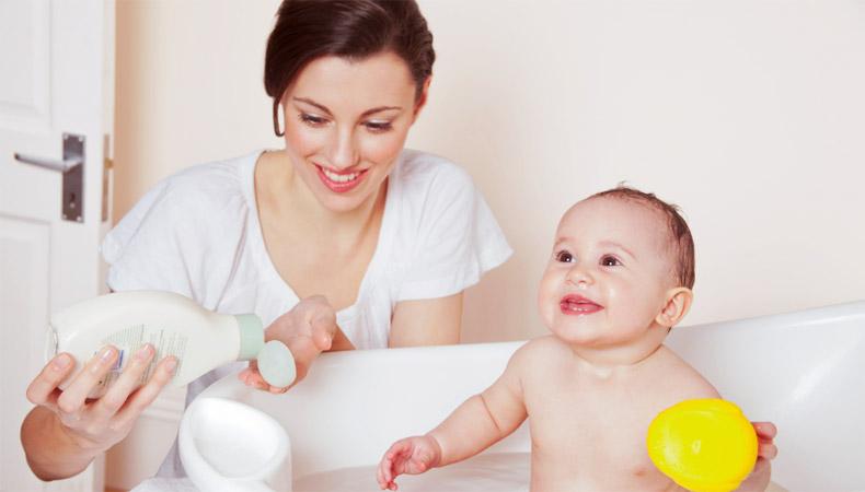 гигиена ребенка, купания малыша, Время для купания, У ребенка должны быть, вещи для купания